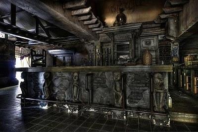 販賣「腦漿派」比利時幽靈餐廳4.jpg
