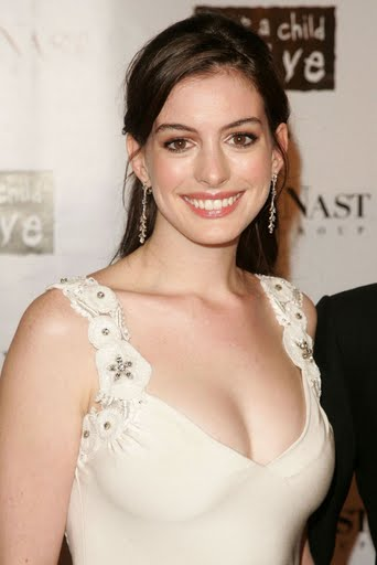 anne-hathaway-black-ball-07.jpg