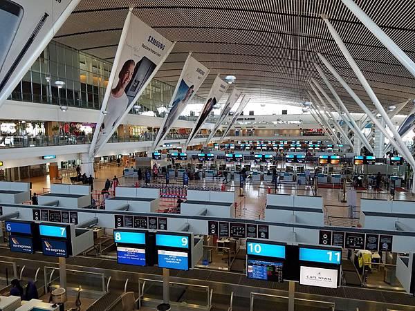 Cape Town Airport (1).jpg