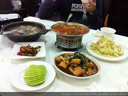 滿滿一桌菜吃到撐!!