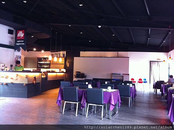 空間很大的餐廳