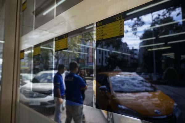 汽車前擋玻璃清潔,讓愛車玻璃視線清晰過好年│SolarGard 舒熱佳頂級隔熱紙