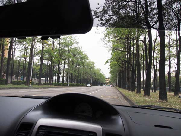 """車內降溫,冷氣保養就靠""""國際頂級汽車隔熱紙-SolarGrad"""",開車不用再擦防曬乳2"""