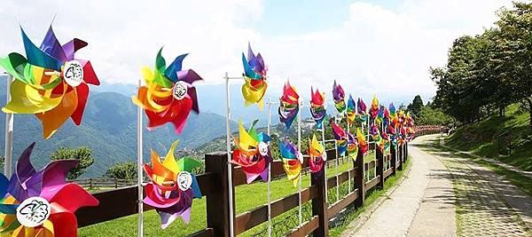 暑假旅遊景點推薦│南投清淨風車節,享受異國風的彩色浪漫夏日