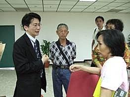 2009年10月14日南下高雄為銀髮族進行理財演講與解惑
