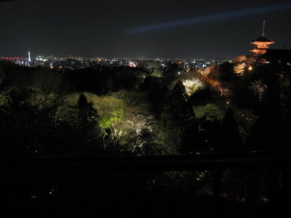 京都城外清水寺, 夜半櫻花映嵐山.JPG