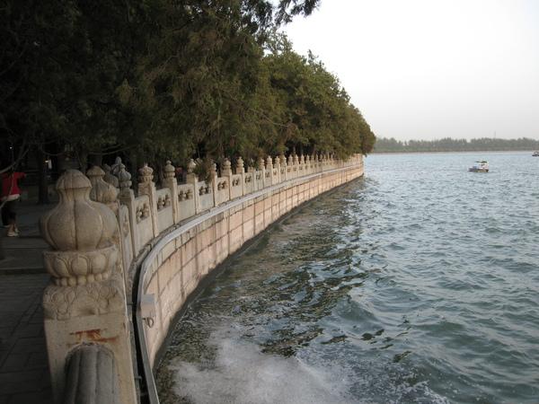 仿西湖而造的頤和園.JPG