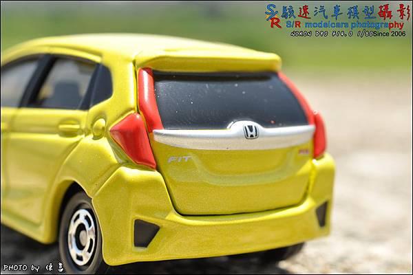 Honda Fit III by Tomica 008.JPG