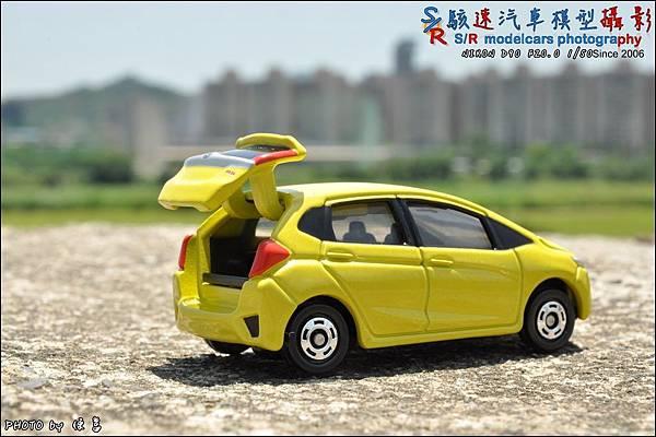 Honda Fit III by Tomica 012.JPG
