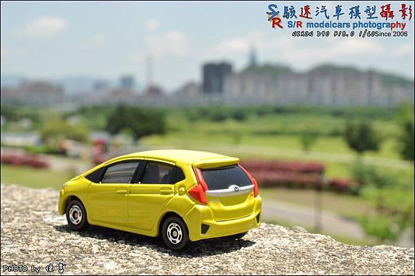 Honda Fit III by Tomica 015.JPG