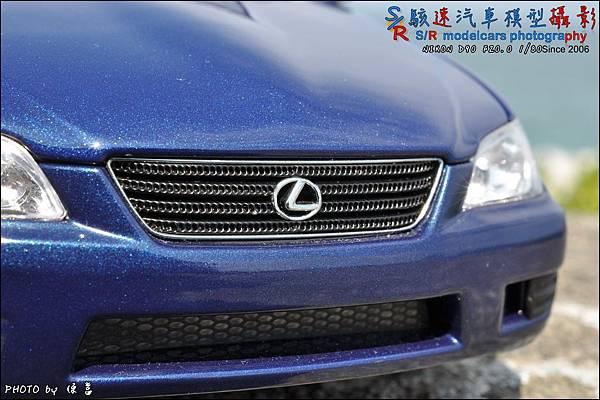 Lexus IS300 by Autoart 005.JPG