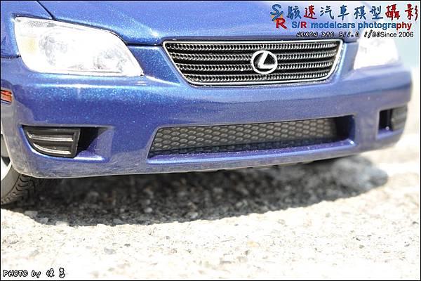 Lexus IS300 by Autoart 006.JPG