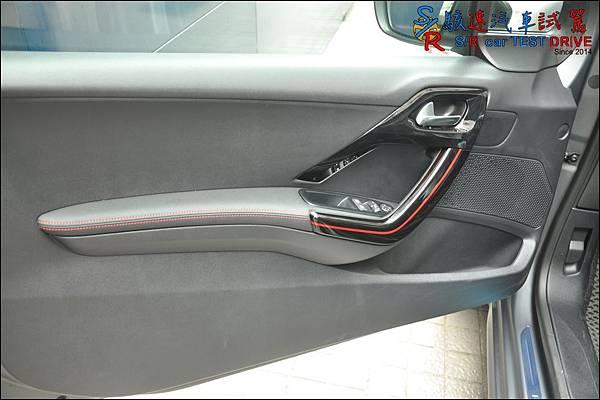 Peugeot 208 GT Line 032.JPG