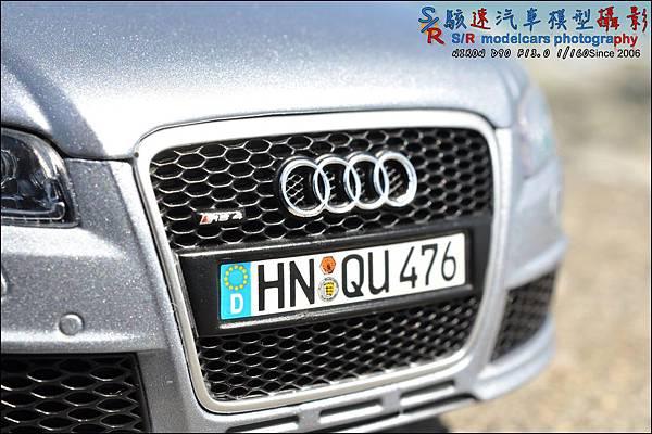 Audi RS4 by Minichamps 008.JPG