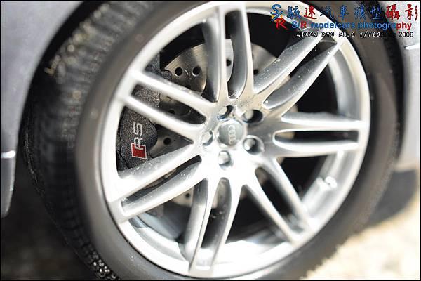 Audi RS4 by Minichamps 010.JPG