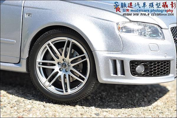 Audi RS4 by Minichamps 009.JPG