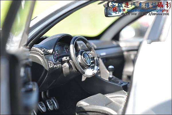Audi RS4 by Minichamps 015.JPG