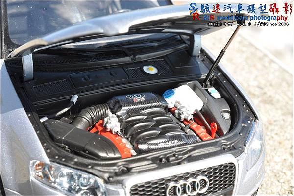 Audi RS4 by Minichamps 020.JPG