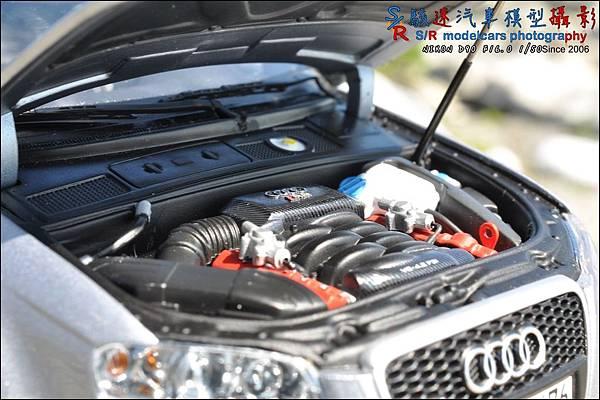 Audi RS4 by Minichamps 021.JPG