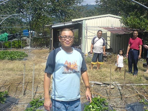 李仁傑參觀草莓園