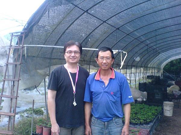楊復華先生和國賓農場合影