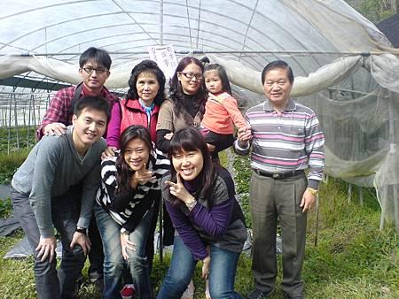 八叔全家參觀草莓園