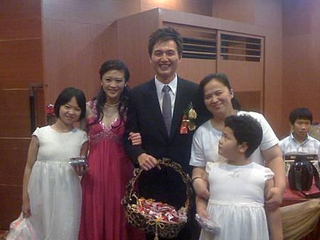 新郎新娘與弟媳雅惠及姪女