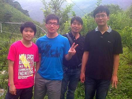 台北宜林電腦公司蕭先生一行人農場採紅肉李