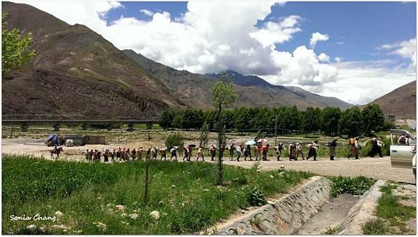 西藏。在天邊!《好福氣–世界神山日.德慶鄉望果節!》35