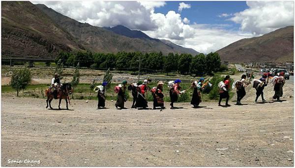 西藏。在天邊!《好福氣–世界神山日.德慶鄉望果節!》37