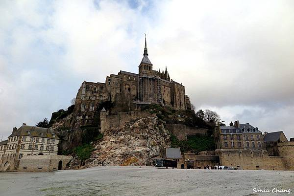 《金字塔山形的完美奇蹟﹣聖米歇爾山!法國.Mont ST Michel》20