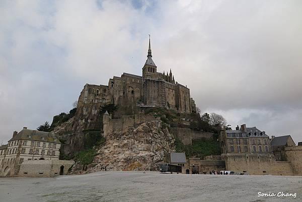 《La Mère Poular ﹣普拉嬤嬤!法國.Mont ST Michel》02