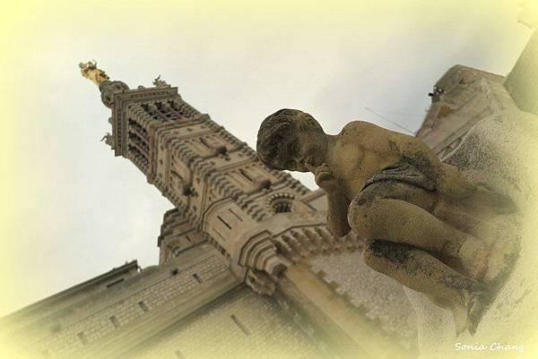《我在馬賽山上點盞祈福之燈!法國.Marseille》10