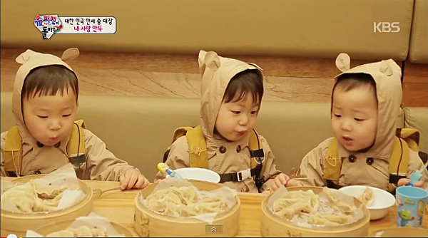 三胞胎 吃餃子
