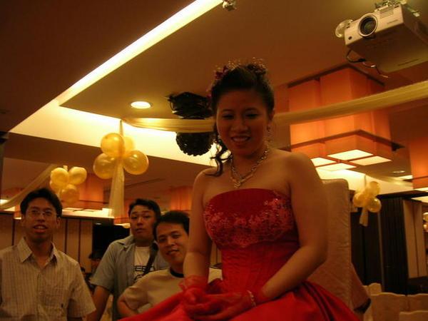 新娘被要求上桌