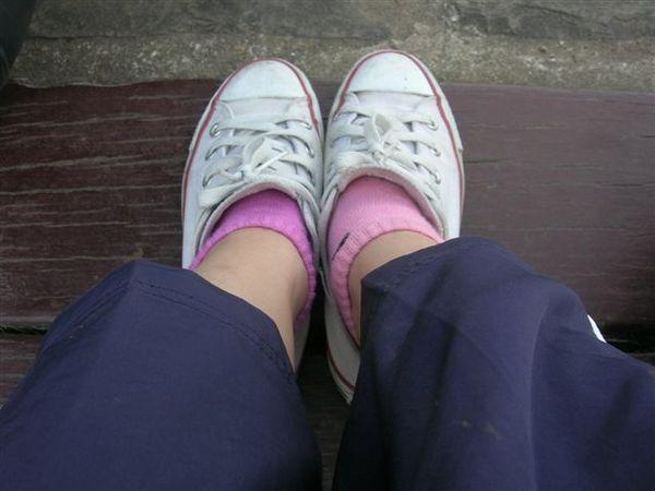 二隻襪子顏色不同啦