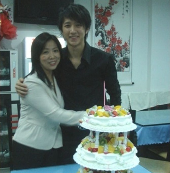 Han Geng and mother