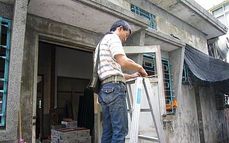 檜木窗整修-06