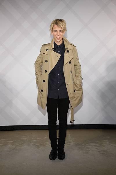 Tom_Odell_wearing_Burberrys