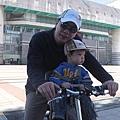 坐腳踏車2.JPG