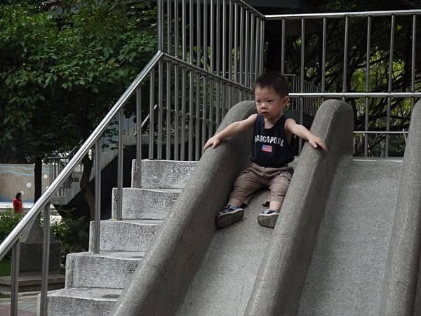 溜滑梯3.JPG