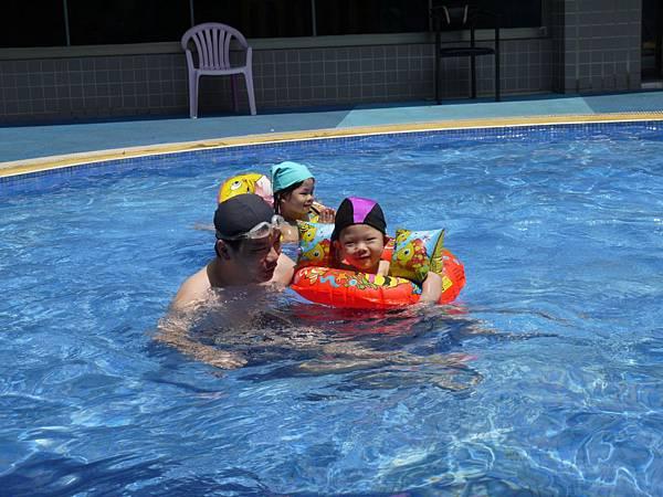 游泳父子2.JPG