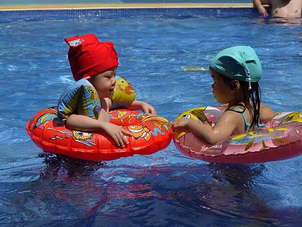 游泳(泳褲變泳帽)3.JPG