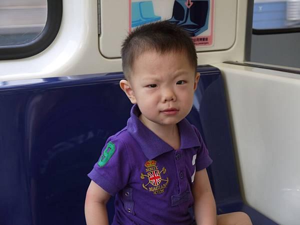 坐捷運-怎麼還沒到.JPG