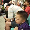 坐捷運1.JPG