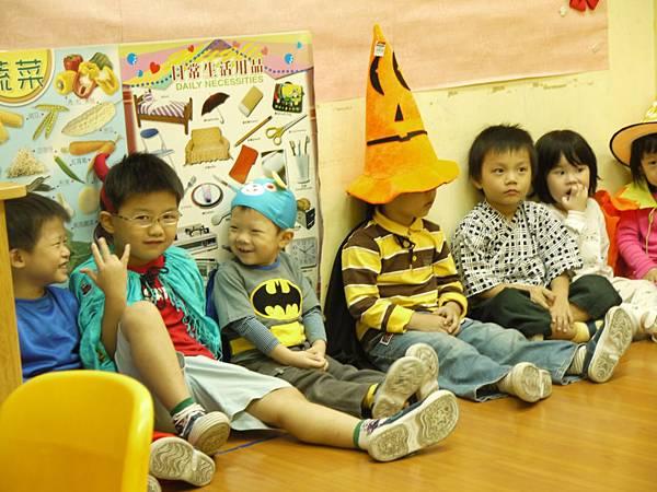 合照-台北幼稚園同學1.JPG