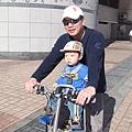 坐腳踏車1.JPG