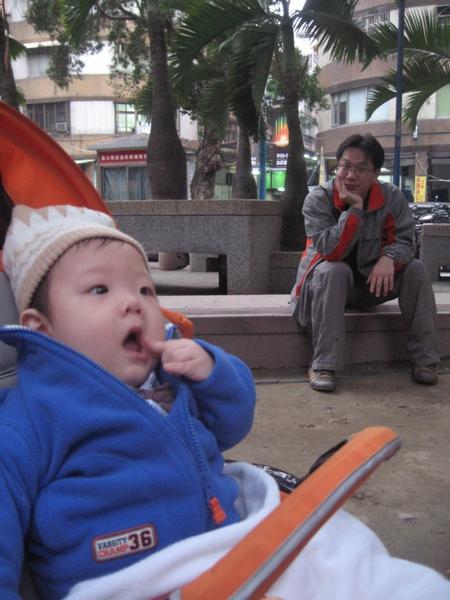 逛公園3.JPG