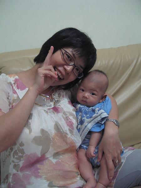 純敏阿姨與小愛弟弟.JPG