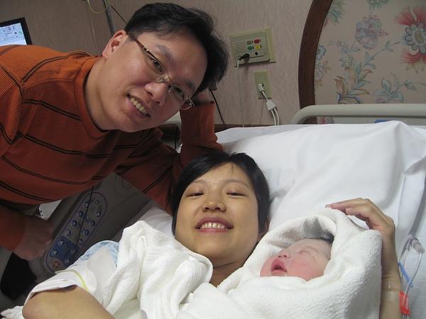 Jaydan & parents.JPG